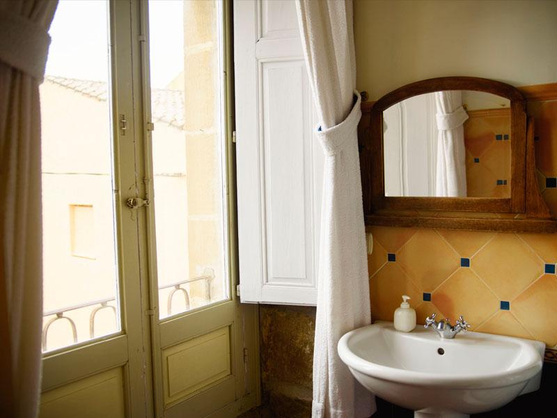 habitaciones dobles clasicas brinas bano