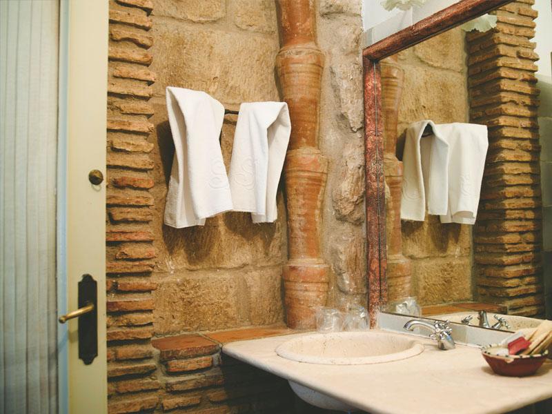 mini suite clasica hotel en brinas bano 1